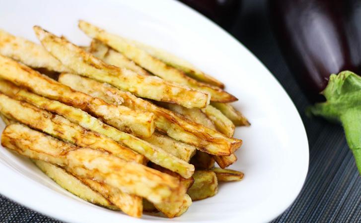 Жарим баклажаны вкуснее мяса: сначала мнем скалкой, а потом быстро жарим и они тают во рту