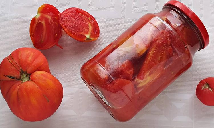 Закручуємо помідори за 10 хвилин, хоча зазвичай йдуть години. Без стерилізації і без розсолу: просто заливаємо окропом