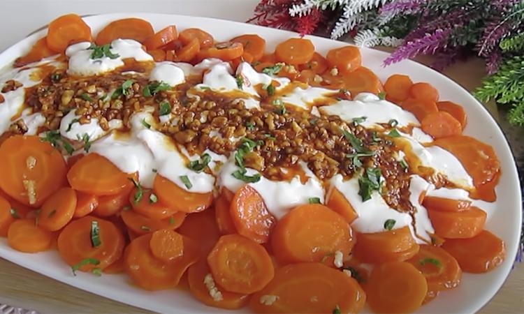 Смажимо моркву на сковороді як картоплю. Досить додати 2 зубчики часнику, і цей овоч перетворюється в хіт