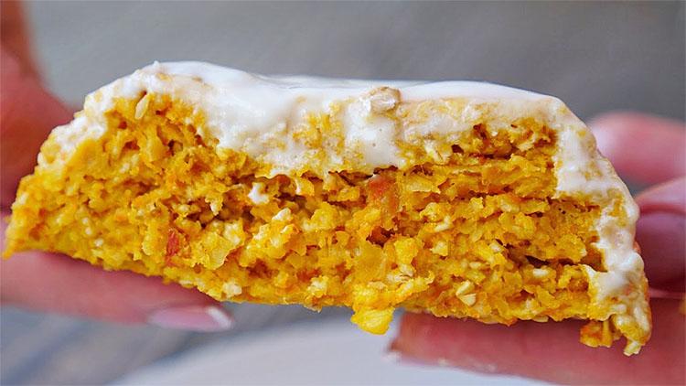 Печемо пиріг в чашці за 5 хвилин: замість духовки використовуємо мікрохвильовку