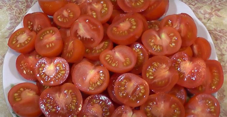 Звичайні помідори стають хітом на столі: маринуємо по-корейськи. Навіть якщо смаку в овочах особливого не було, він з'являється!