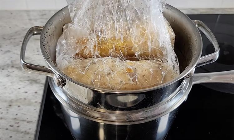 Домашня ковбаса без оболонок і спеціальної м'ясорубки. Варимо прямо в харчовій плівці