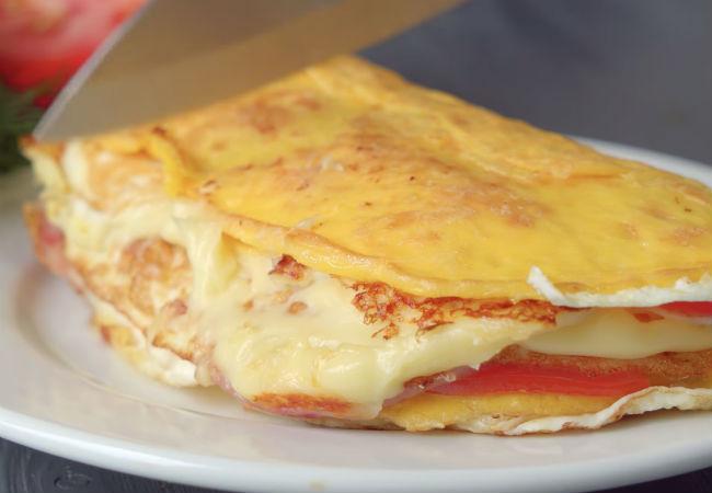 Слоеная яичница: почти пирог на завтрак